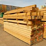 stavební hranoly ve skladu
